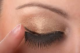 f1f8b7c8bc6 Applying false lashes is no easy feat. In fact for people who have been  doing this for a long time now still spend hours in front of the mirror  trying their ...