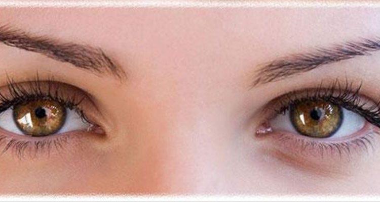 Know how to apply False Eyelashes