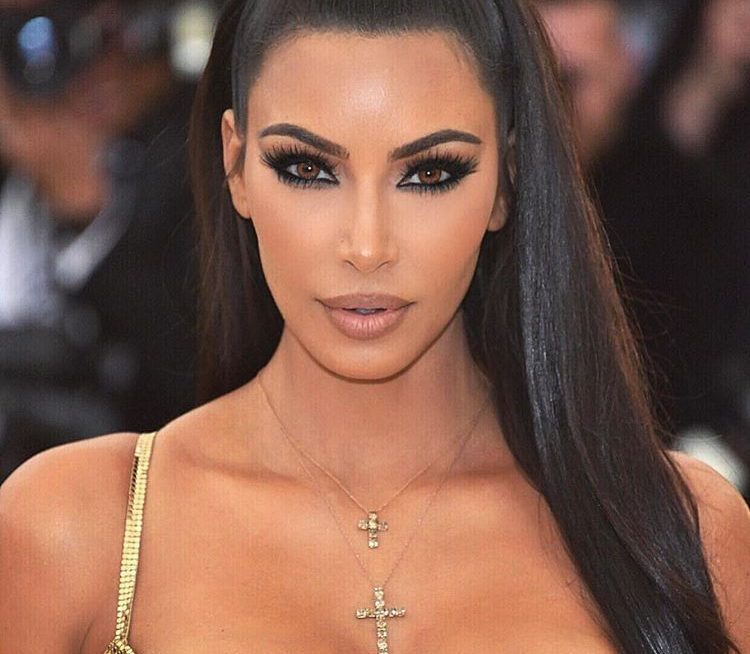kim-kardashian-big-lashes